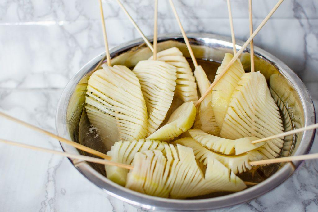 soaking potatoes in water