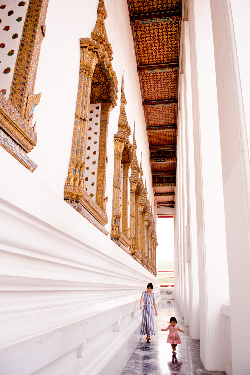 what to wear to wat pho